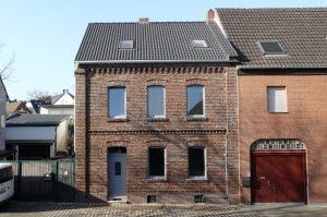Haus Fassade Straßenseite - nachher